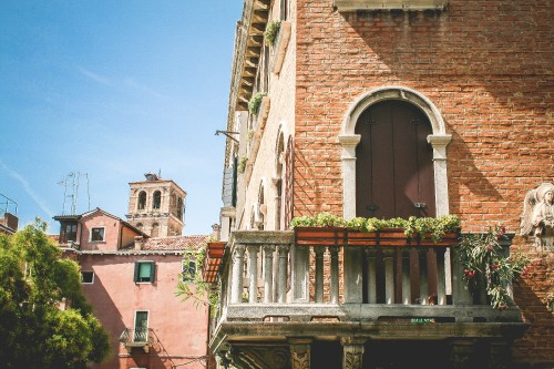 beautiful-venice-summer-architecture_free_stock_photos_picjumbo_IMG_0992.jpg