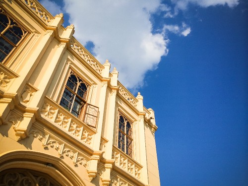 windows-of-lednice-castle_free_stock_photos_picjumbo_lednice-sky-1.jpg